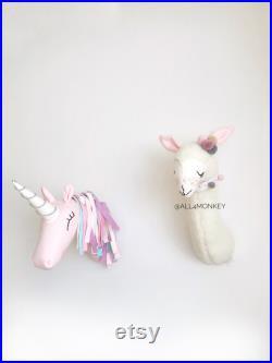 2 animaux mis lama et licorne . fausse tête taxidermie, tête d animal sentie, décor de montage de mur de tête d animal décor décoré de mur d animal pour la salle d enfants, pépinière