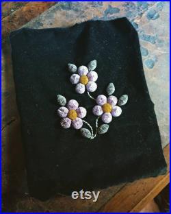 Belle art populaire inuit orignal touffeant des fleurs sur du velours