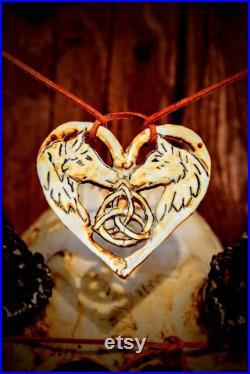 FAIT À L ORDRE . Crâne de cerf réel sculpté avec le collier Ensemble cadeau Collier de loup, coeur, crâne sculpté rare et unique,Trinity noeud Présent