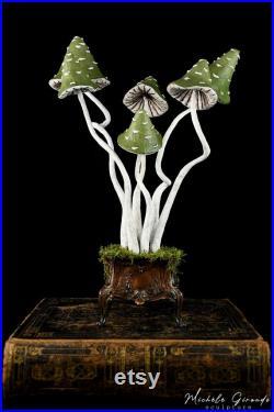 Le Coffre aux Champignons Sculpture de champignons en papier mâché Art cabinet de curiosités