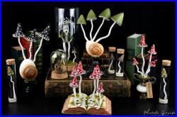 Ryssota mushrooms N-2 sculpture en papier mâché Champignon et coquille d'escargot géant ryssota Cabinet de curiosités