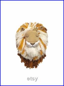 Tête de lion suspendue de mur pour la décoration de pépinière de safari, mur monté en peluche animal furry lion peluche, faux lion pour le décor de mur de chambre d enfant