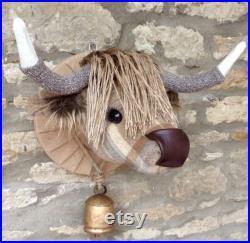 Tête de vache de chute main fait à la main la taxidermie normale et beige à carreaux en tissu en tweed trophée monté animal