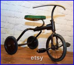 années 1960 chids jouet pédale vintage tricycle cycle vélo ancien antique triang industriel ancien enfant décor trike